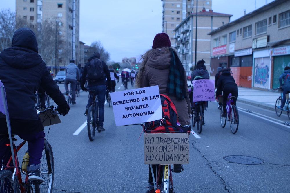 Bicipiquetes en el 8M en Zaragoza. Foto: Dune Solanot.