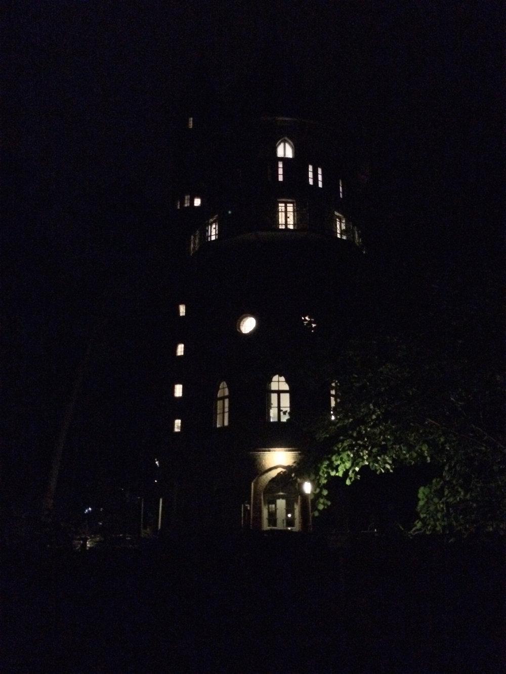 Wasserturm bei Nacht_1_©BEWAHREN Ferienhaus eG.jpg