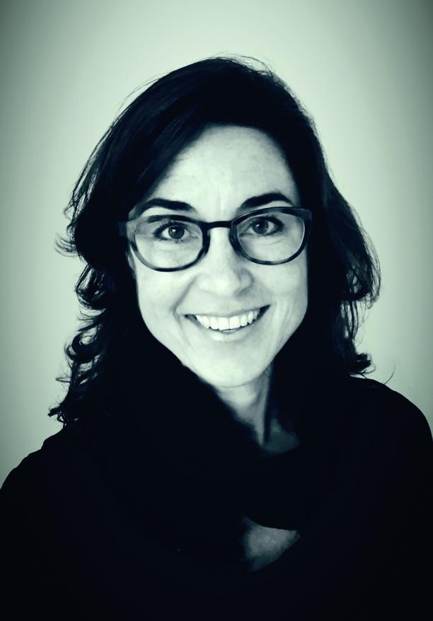 Céline Leijnen-de Bont   Arts-acupuncturiste en creatief coach. In december 2014 mijn praktijk gesloten om me volledig te kunnen richten op het ontwikkelen van projecten rondom bewustwording en verbinding, gedreven door een eigenzinnige kijk op preventie van ziekte.