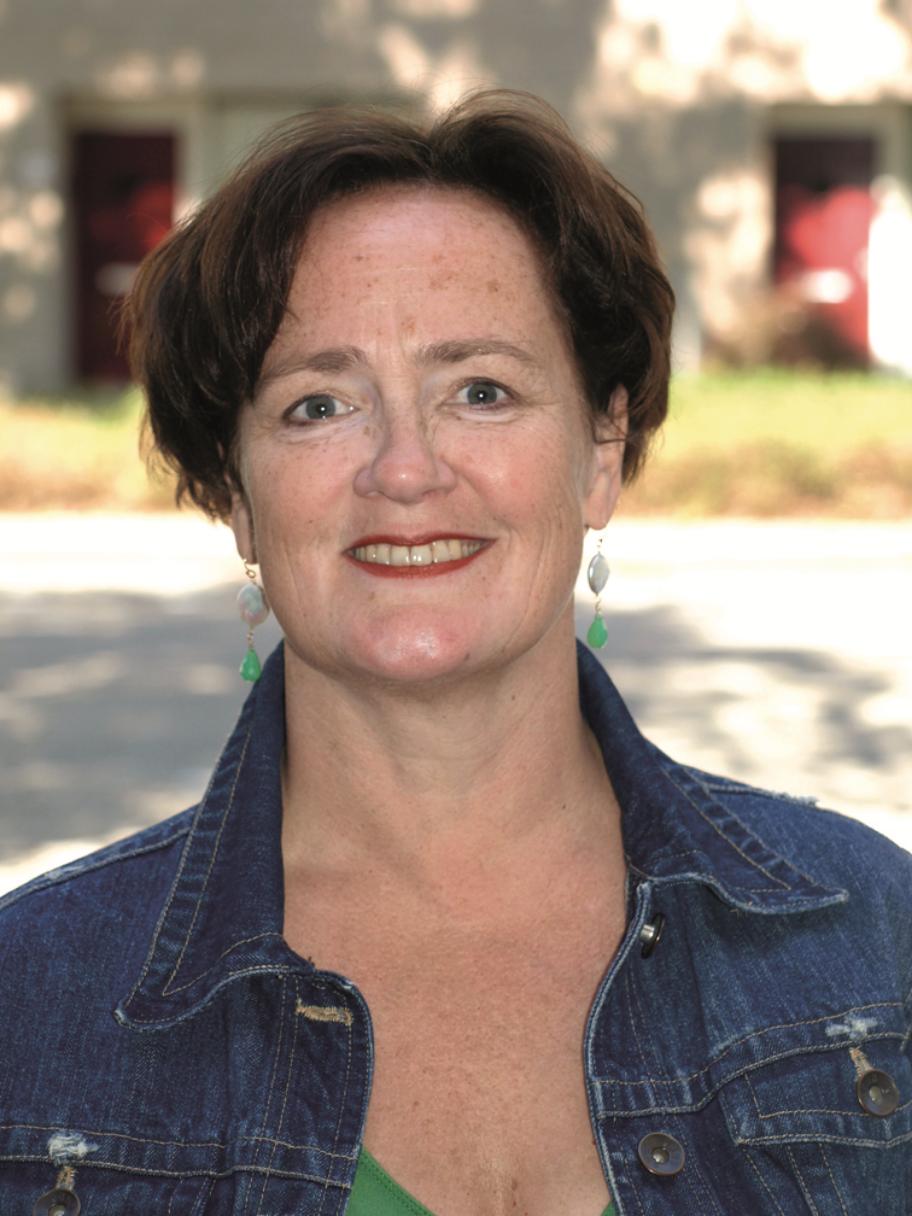 Trudy Hommel    Verpleegkundige zorgprofessional (o.a. in terminale zorg aan huis) en auteur van 'ZomerZuster', met 60 verhalen uit de dagelijkse praktijk.