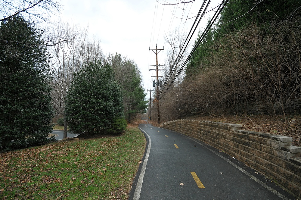 """North bethesda trail"" by EnLorax. Licensed under CC BY 3.0 via Wikimedia Commons"