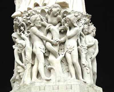 Lilith ispintindu-i pe Adam & Eva in Gradina Eden (Catedrala Notre Dame, Paris, Franta)