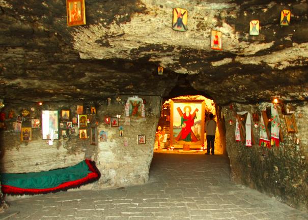 Pestera Sf.Andrei (Constanta), locul unde traditia spune ca Apostolul si-a petrecut timpul in rugaciune.