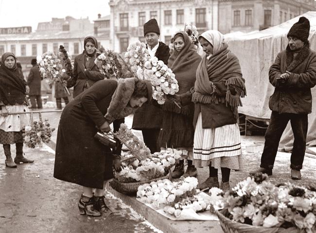 Iosif Berman - Doamnele Bucurestiului cumparand sorcove (Decembrie, 1931)