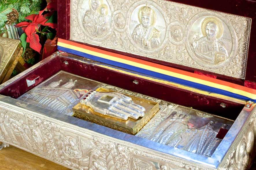 Racla din argint unde este pastrata mana Sf. Nicolae (Bis.Sf. Gheorghe-Nou, Bucuresti)