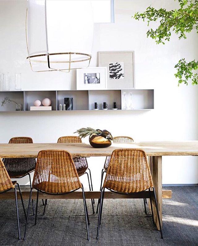 Simple shelves, simple S T Y L E. The home of @marysiaswim is crushing it.  Pic: @monicawangphoto . . . . . #home #monicawangphoto #homeinteriors #interiors #interiordesign #interiordecor #interiorstyle #interiorinspo #cleanshelves #organizedhome #organizedinspo #livingroom #beautifulhome #marysiaswim #declutter #useplants