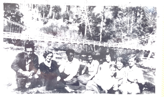 Eleanor and Dick on the left, with friends at Staircase Bridge.