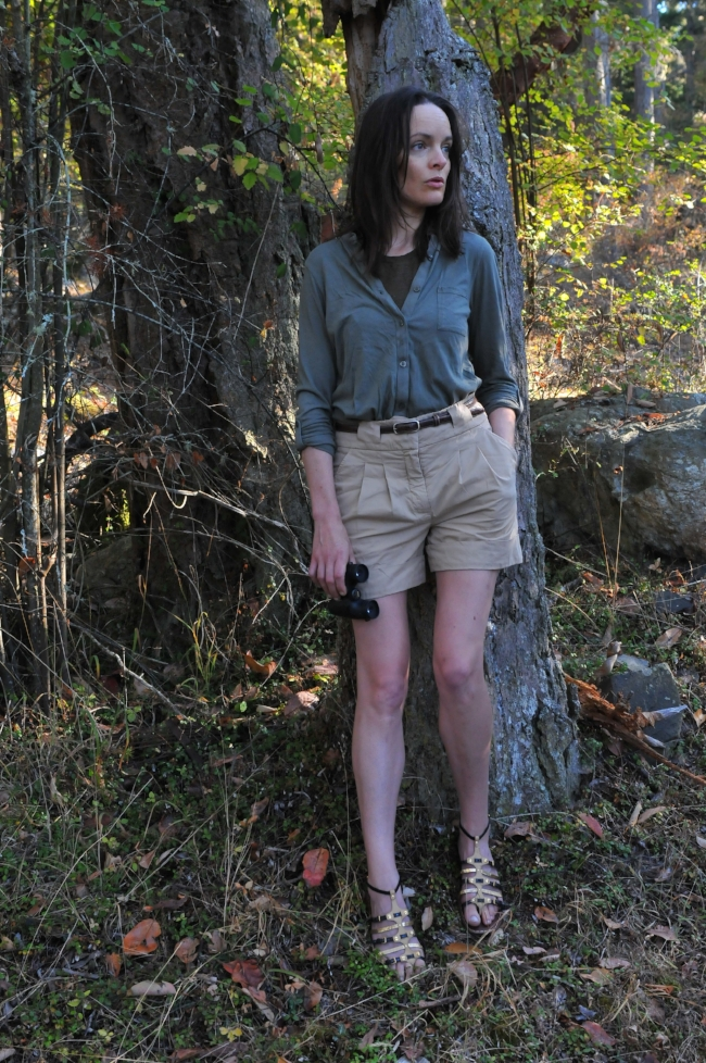 Moi, looking très sérieux! This is my summertime uniform for birding; swapping out those sandals for sneakers if there's a lot of walking involved.