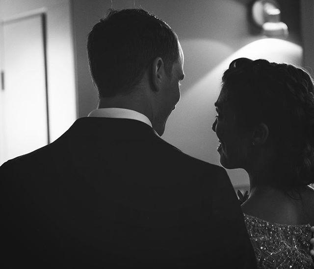 Små subtila och kärleksfulla blickar under vigseln är 👌🏻 X-Pro2 med 16-55 f/2,8  #Bröllop2017 #bröllopsdag #bröllopsfoto #bröllopsinspiration #bröllopsfotograf #bröllopsinspo #bröllopsklänning #bröllopsfotografering #borås #fujifilm #fujifilmxpro2 #fujifilmnordic #fujifilm_xseries #fujilove #fujifeed #weddingportrait #weddingportraits #junebugweddings #portraitmood #portraits_ig #natureportrait #portraitperfection #fotografmaxnorin @fujifilmnordic @fujifilm_xseries @fujifilmglobal @_fujilove_