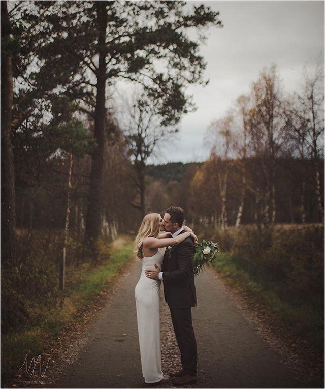 Även om hösten ofta är mörk och kall är det nog min favoritårstid för bröllop. Även en dag som är gråmulen och kall kan bli fantastisk.  Fotat med X-PRO2 med Mitakon 35 f/0,95  #Bröllop2017 #bröllopsdag #bröllopsfoto #bröllopsinspiration #bröllopsfotograf #bröllopsfotografering #bröllopsklänning #bröllopsinspo #höstbröllop #borås #fujifilmxpro2 #fujifilmx #fujifilmnordic #fujifilm_xseries #fujilove #fujifeed #weddingportrait #weddingportraits #junebugweddings #portraitmood #portraits_ig #natureportrait #portraitperfection #fotografmaxnorin #wayupnorth @fujifilmnordic @fujifilm_xseries @fujifilmglobal @_fujilove_