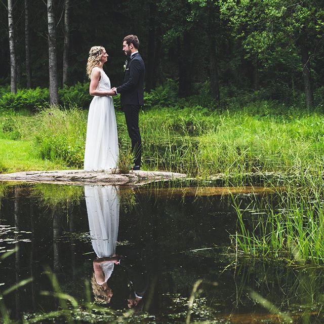 Ska ni gifta er i år och har inte hittat en fotograf än? Ingen fara! Jag dokumenterar er dag så att ni inte missar ett ögonblick och kan återuppleva er stora dag med värme, glädje och kärlek.  #bröllopsinspo #bröllopsdetaljer #bröllopsfotografering #bröllop2018 #bröllopsfotografering #borås #bröllop #bröllopsklänning #moody #weddingphotog #weddingphotograph #bryllupsinspirasjon #bryllup