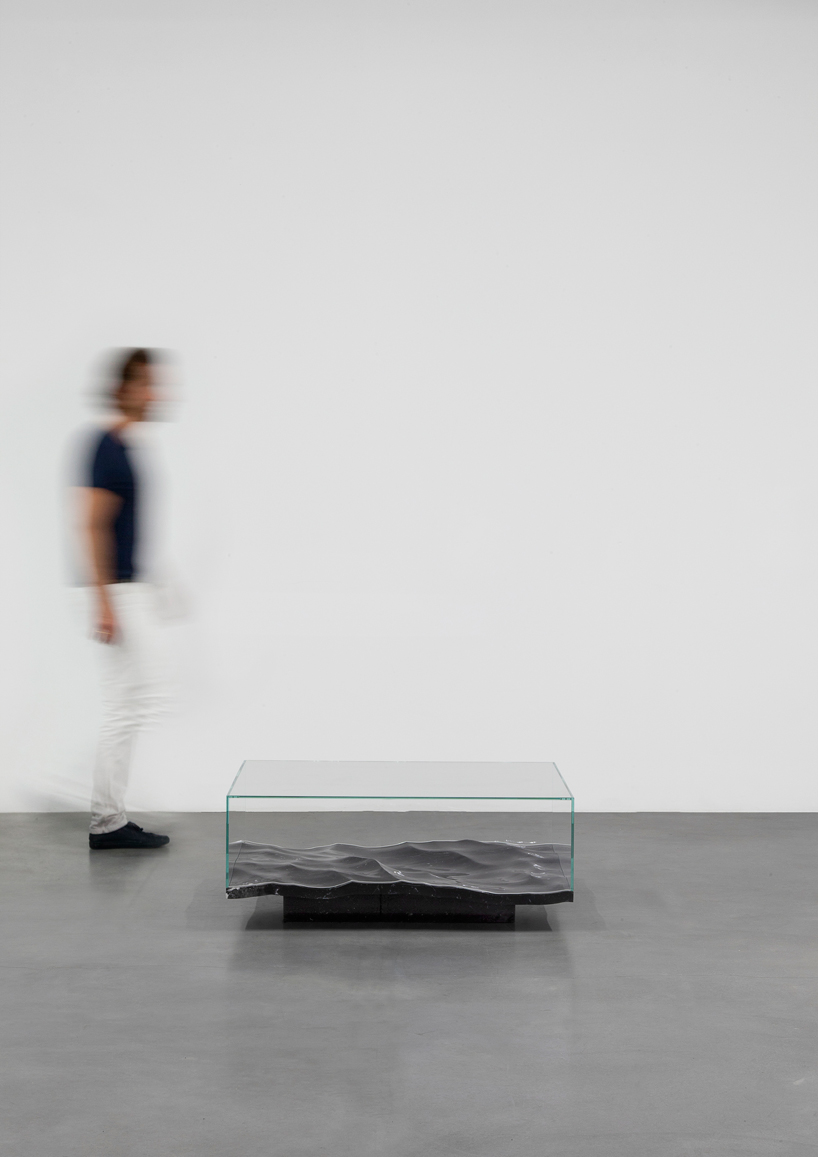 mathieu-lehanneur-liquid-aluminium-table-carpenters-gallery-paris-designboom-005.jpg