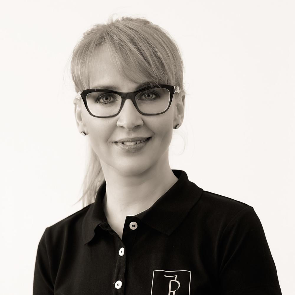 Irene Pracht, Zahnärztin