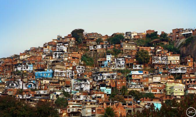 28 Millimètres, Women Are Heroes    Action dans la Favela Morro da Providência, Favela de Jour, Rio de Janeiro, Brésil, 2008.