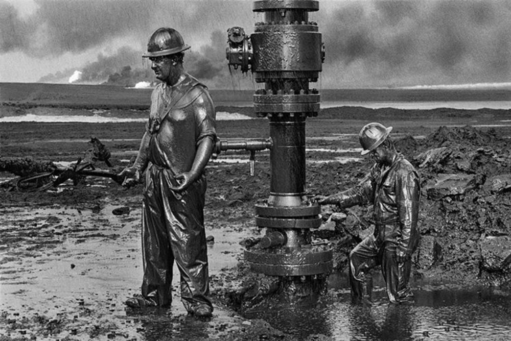 "Workers install a new wellhead to enable the injection of chemical mud to ""kill old well"". Greater Burhan, Kuwait, 1991. Sebastião Salgado"