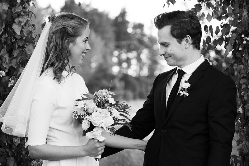 Lantligt bröllop:Elinor och Johan