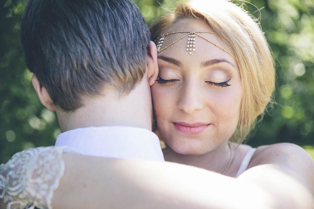 Bohemiskt bröllop med lila färgtema