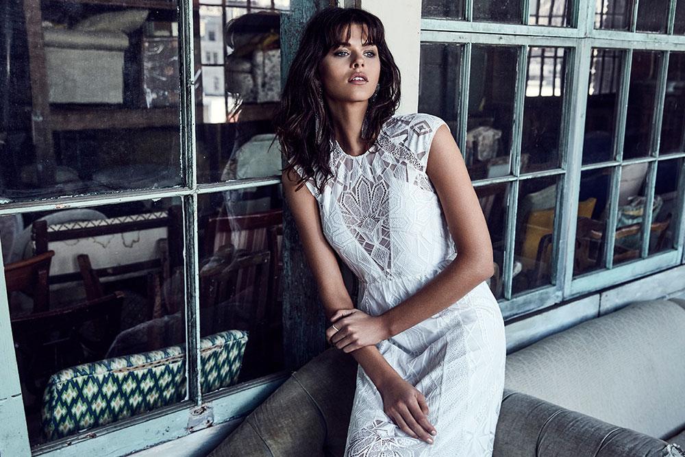87d36ecea382 Australienska Grace Loves Lace skapar klänningar till både brudar och  brudtärnor och deras klänningar skiljer sig från det vi är vana att se i de  svenska ...
