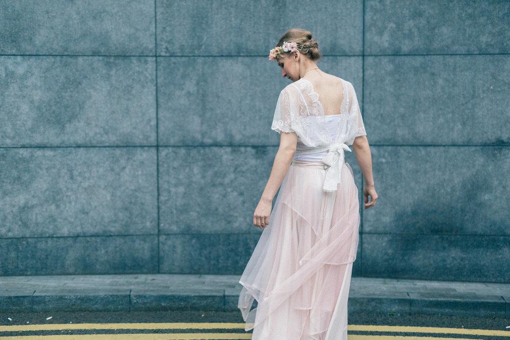 Londonfotografering med brudklänningar från SensibleM