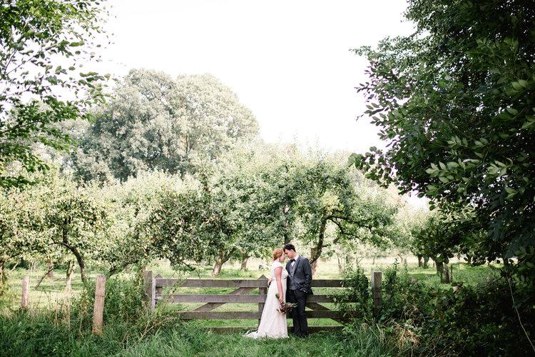 Lantligt bröllopsporträtt