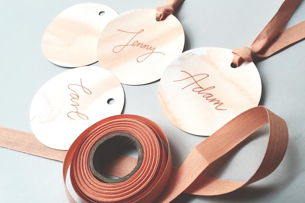 DIY: Skapa placeringskort i akvarell - den perfekta möhippeaktiviteten!