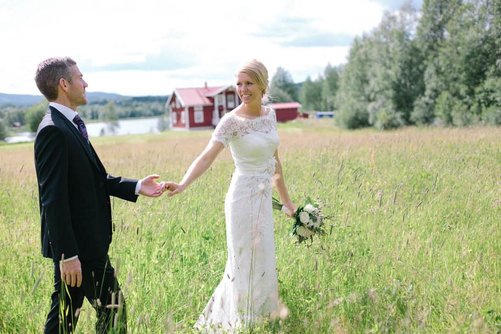 Avslappnat och lantligt utomhusbröllop från Härjedalen: Ellen och Marcus