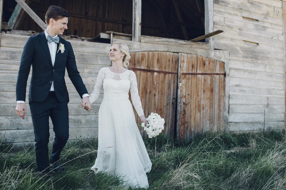 Lantligt och jordnära bröllop: Erik och Hedvig