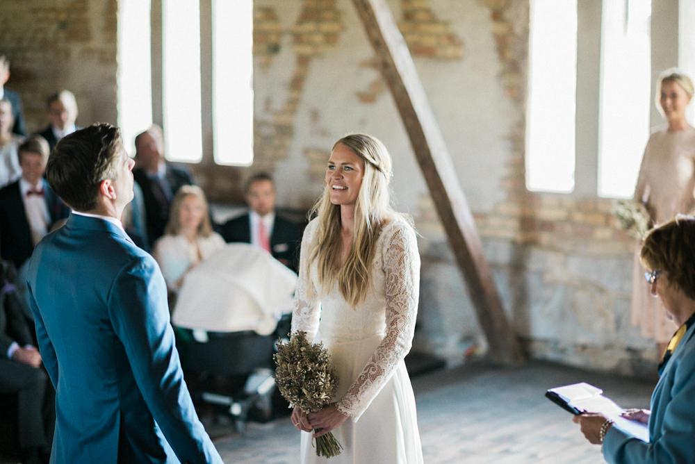 Bohemiskt bröllop i rustik lada: Linnea och Joshua