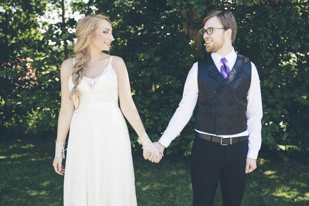 Bohemiskt bröllop med lila färgtema: Skai och Robin