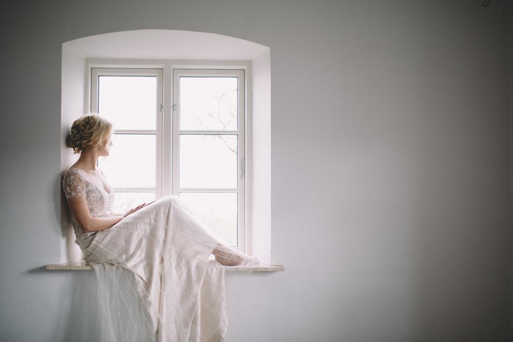 Stylad brudfotografering på Holmanäs Gård