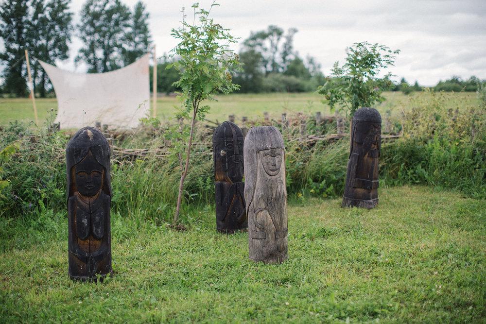 022-sisters-in-law-tove-lundquist-vikingabrollop.jpg