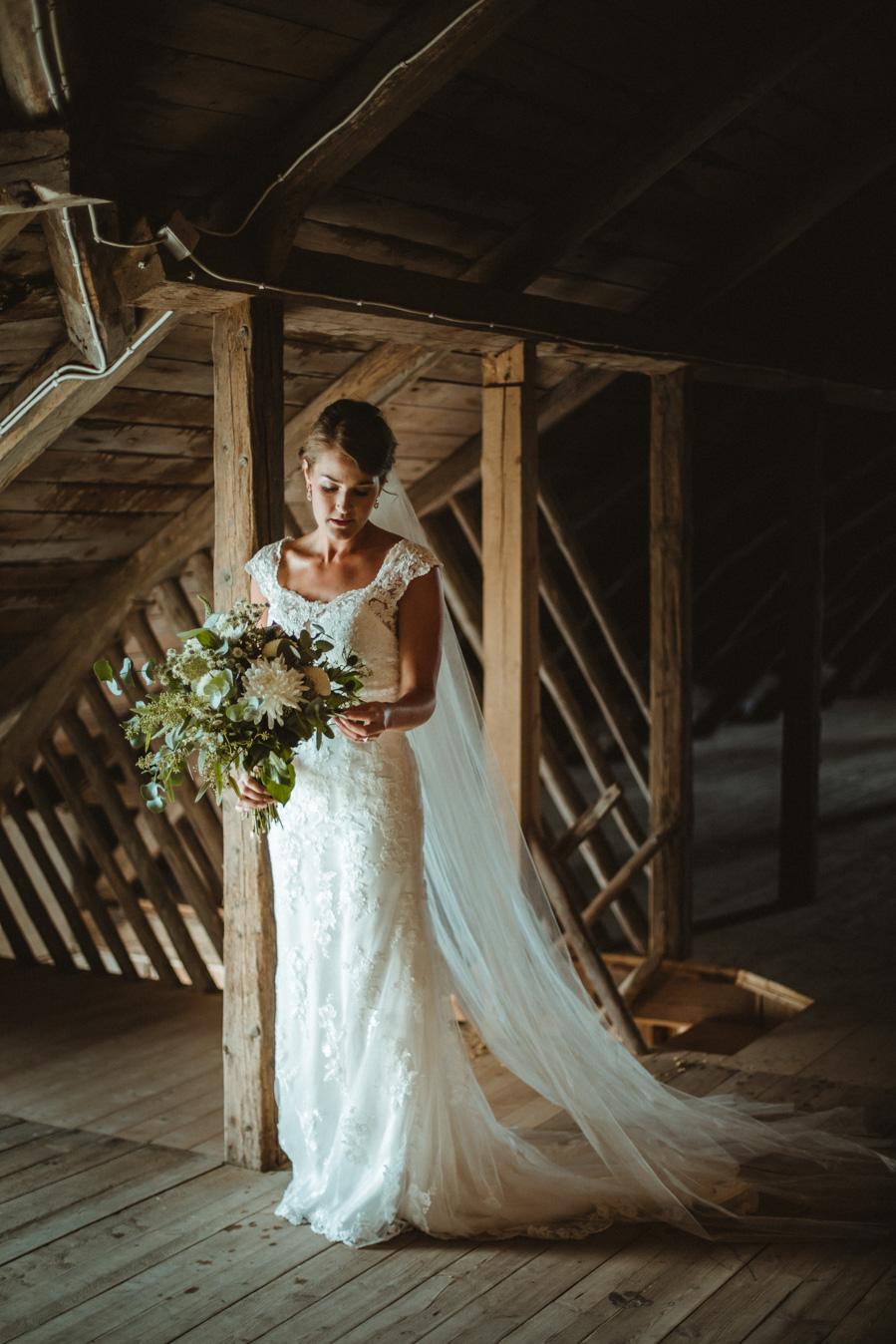 Fotograf::: Anna Maria Liljestrand / Brudklänning:Sincerity
