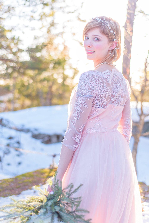 Den rosa klänningen är från  Chi Chi London .