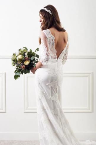 Brudklänning med öppen rygg , By Malina