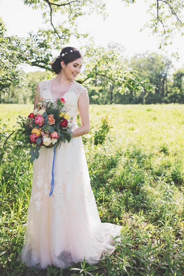 Bröllop+Bröllopsklänning+Brudbukett