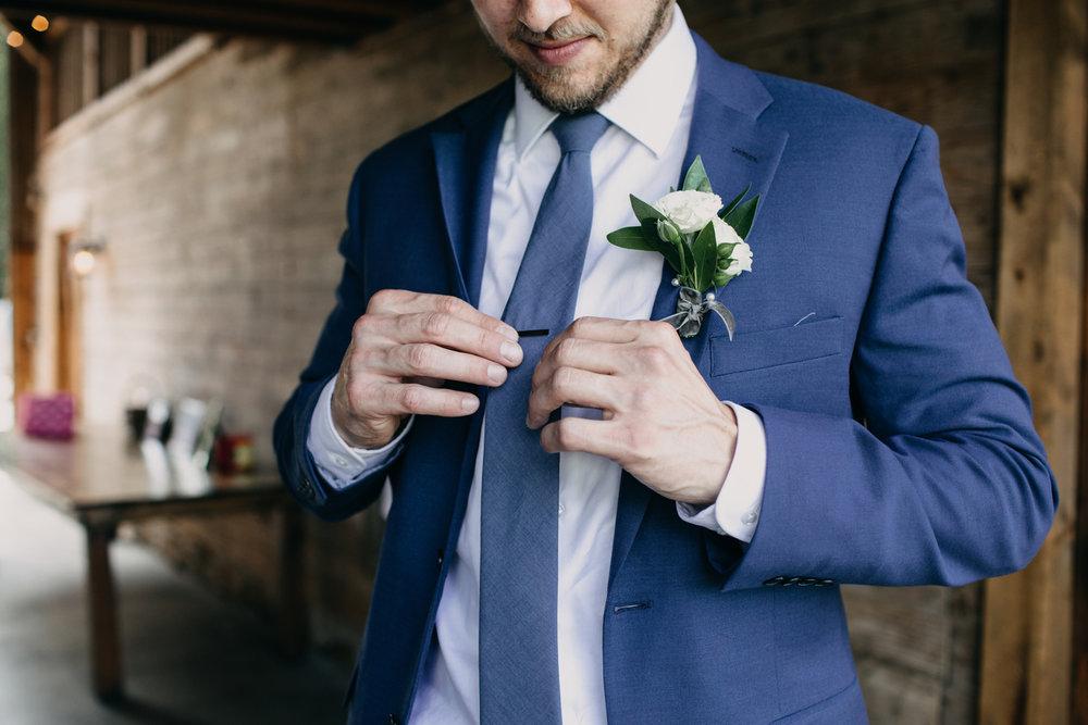 bröllop+lantligt+brudgum+klädsel