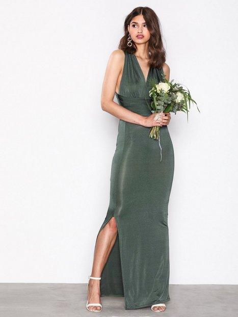 Grön långklänning , Nelly