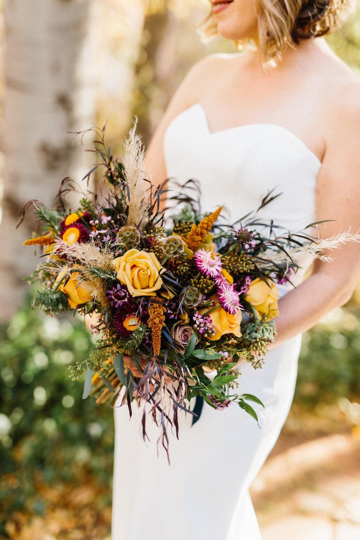 höst+bröllop+klädsel+brud+klänning+bukett