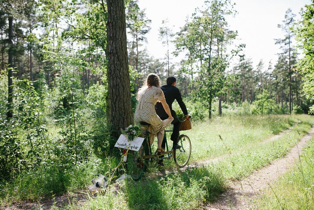 Lekfullt och bohemiskt Gotlandsbröllop: Therese + John  // Fotograf: Linnea Ronström