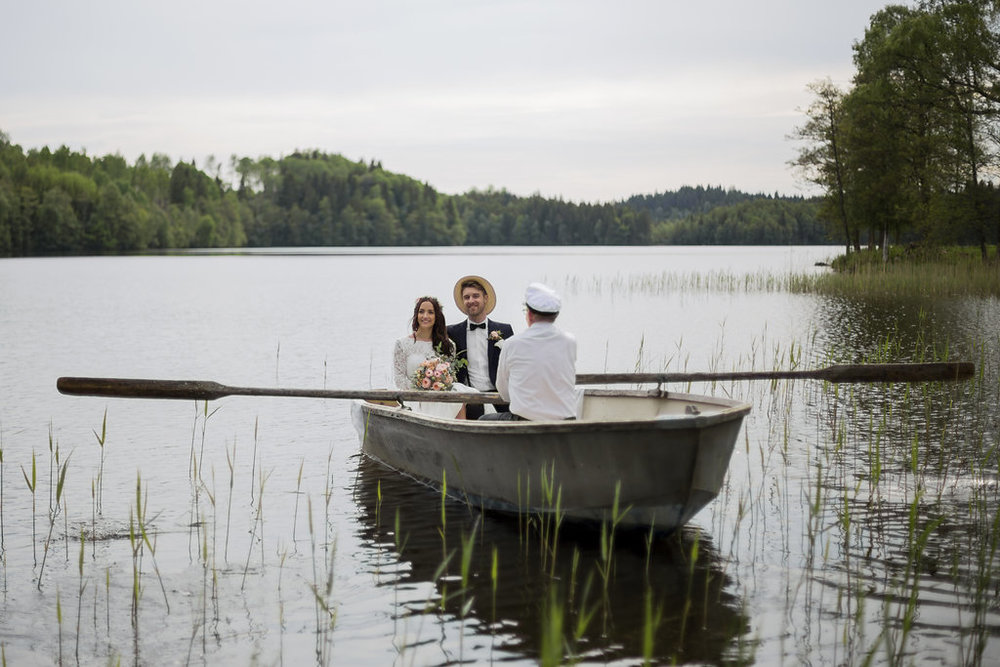 Lantligt bröllop med temafärgerna persika, grönt och vitt: Louise + Simon  // Fotograf: Linéa Karlsson