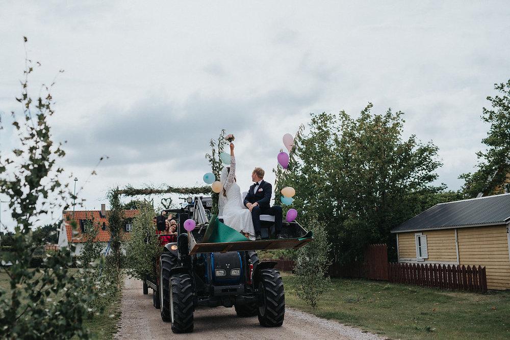 Gotländsk bröllop med strandvigsel: Emelie + Martin  // Fotograf: Neas fotografi