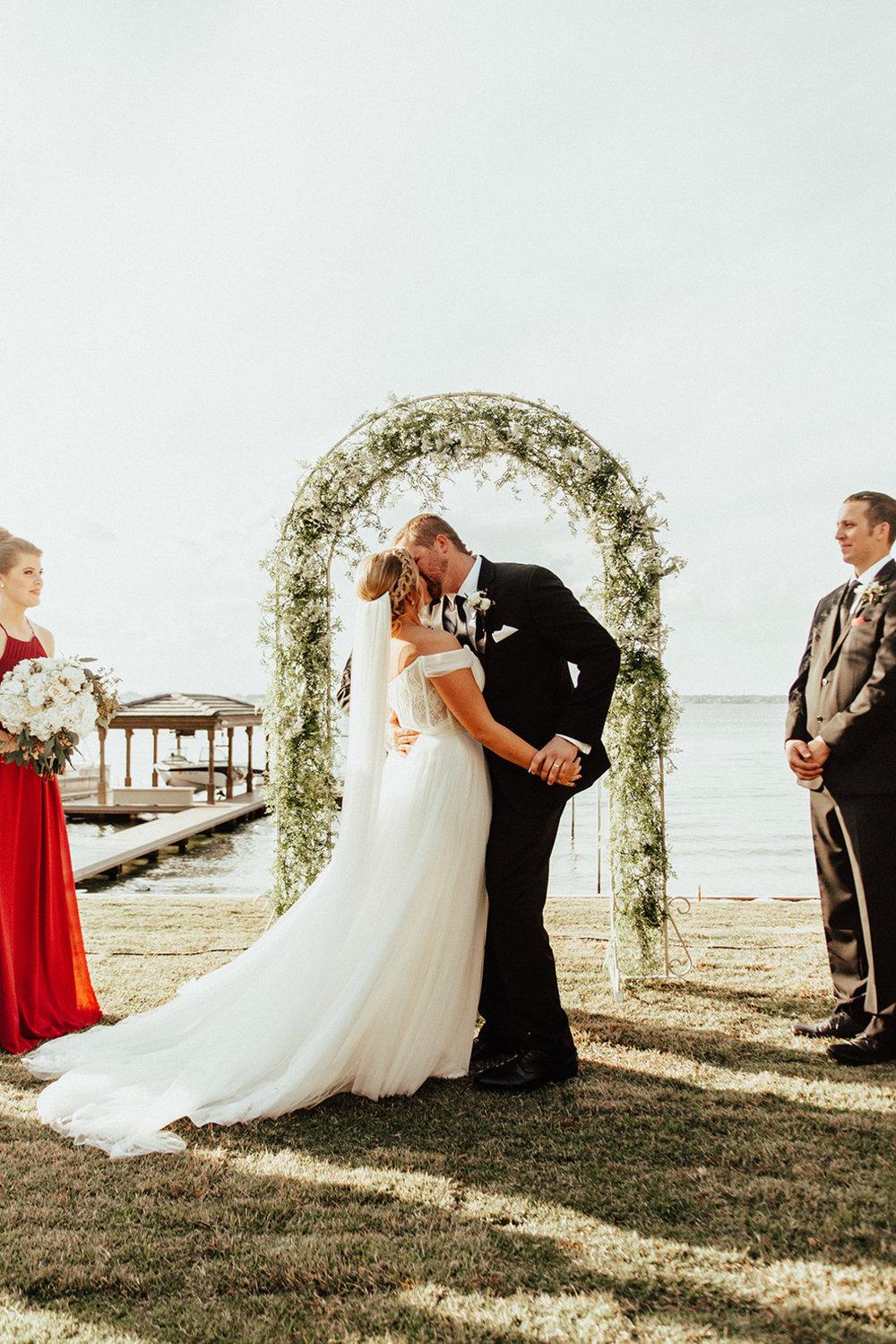 bröllop+vigsel+brudklänning+utomhusbröllop