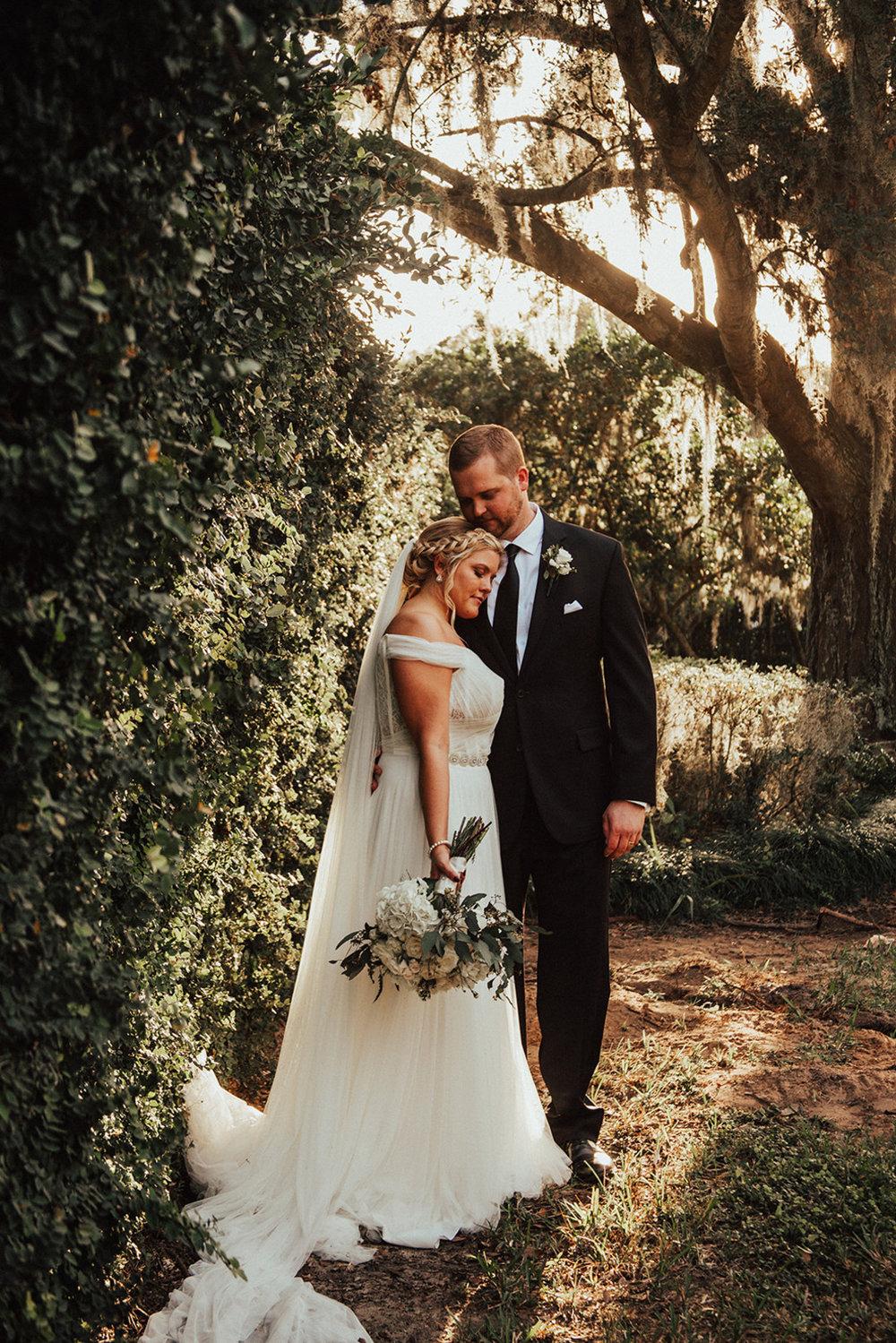 bröllop+brudklänning+utomhusbröllop