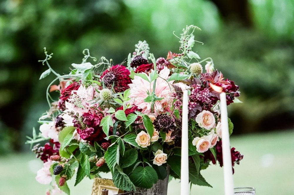 bröllop+elopement+lantligt+blommor+bukett