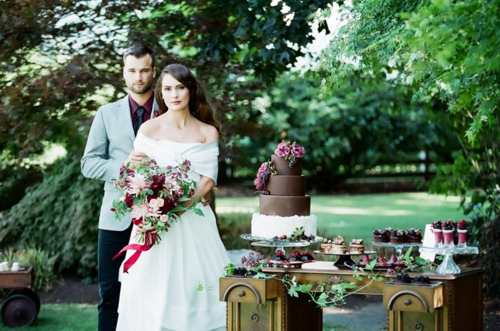 bröllop+elopement+lantligt+tårta+brudpar