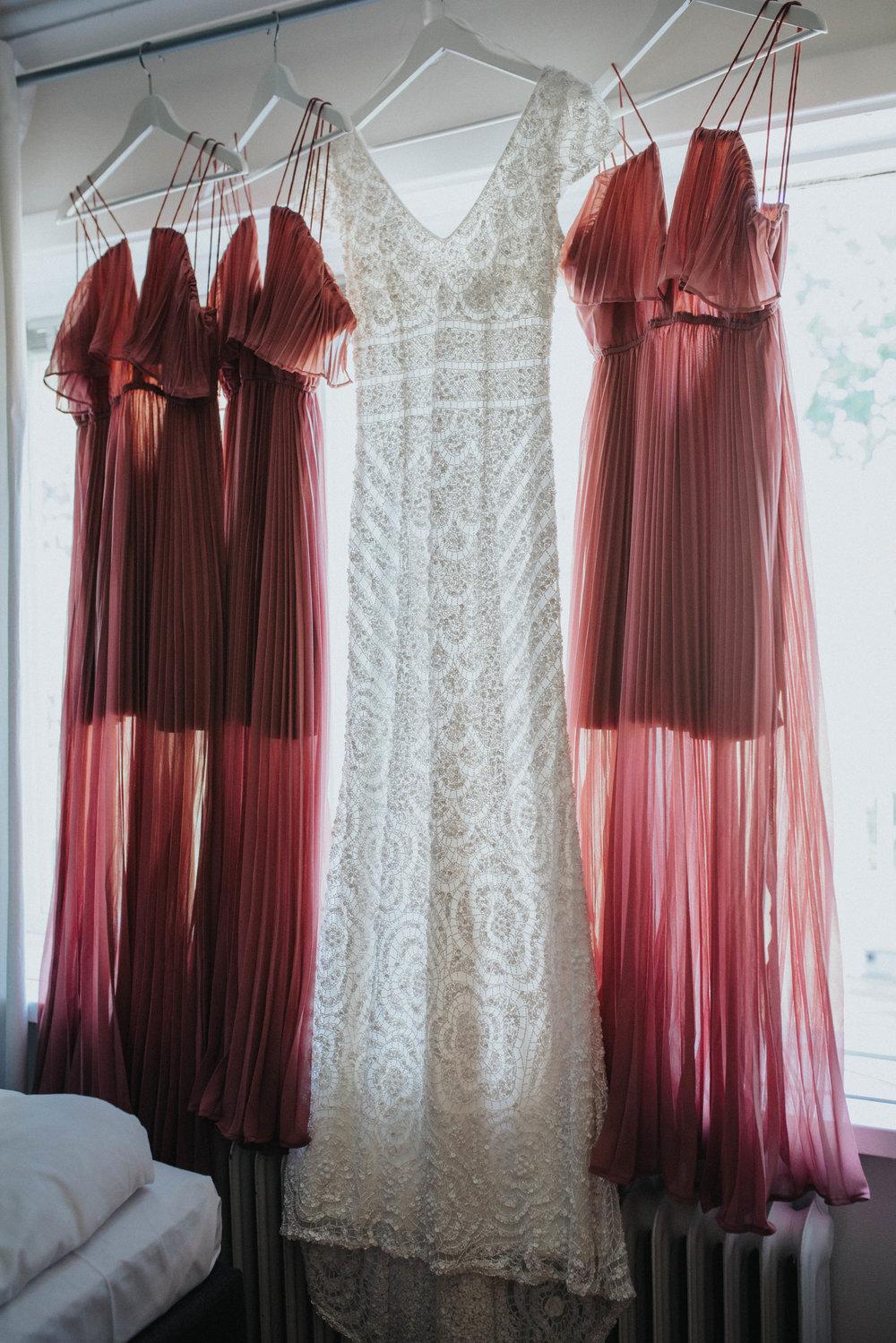 brudklänning + brudtärneklänningar