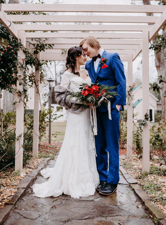 bröllop+rustikt+vintage+brudklänning+brudbukett