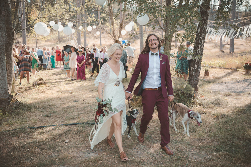 utomhusceremoni bohemiskt bröllop