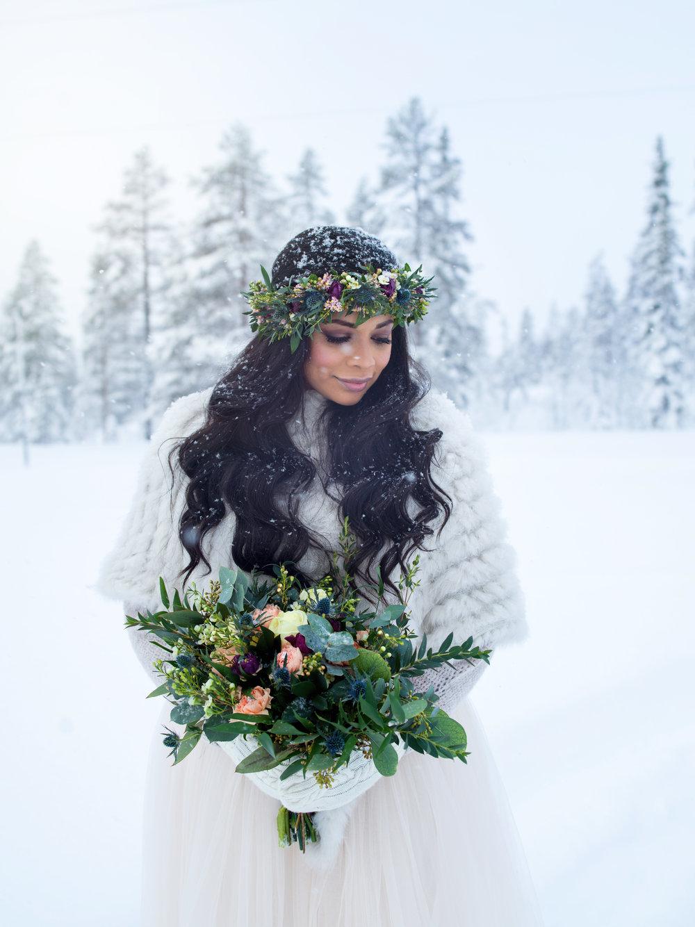 vinterbröllop+tyllkjol+brudbukett