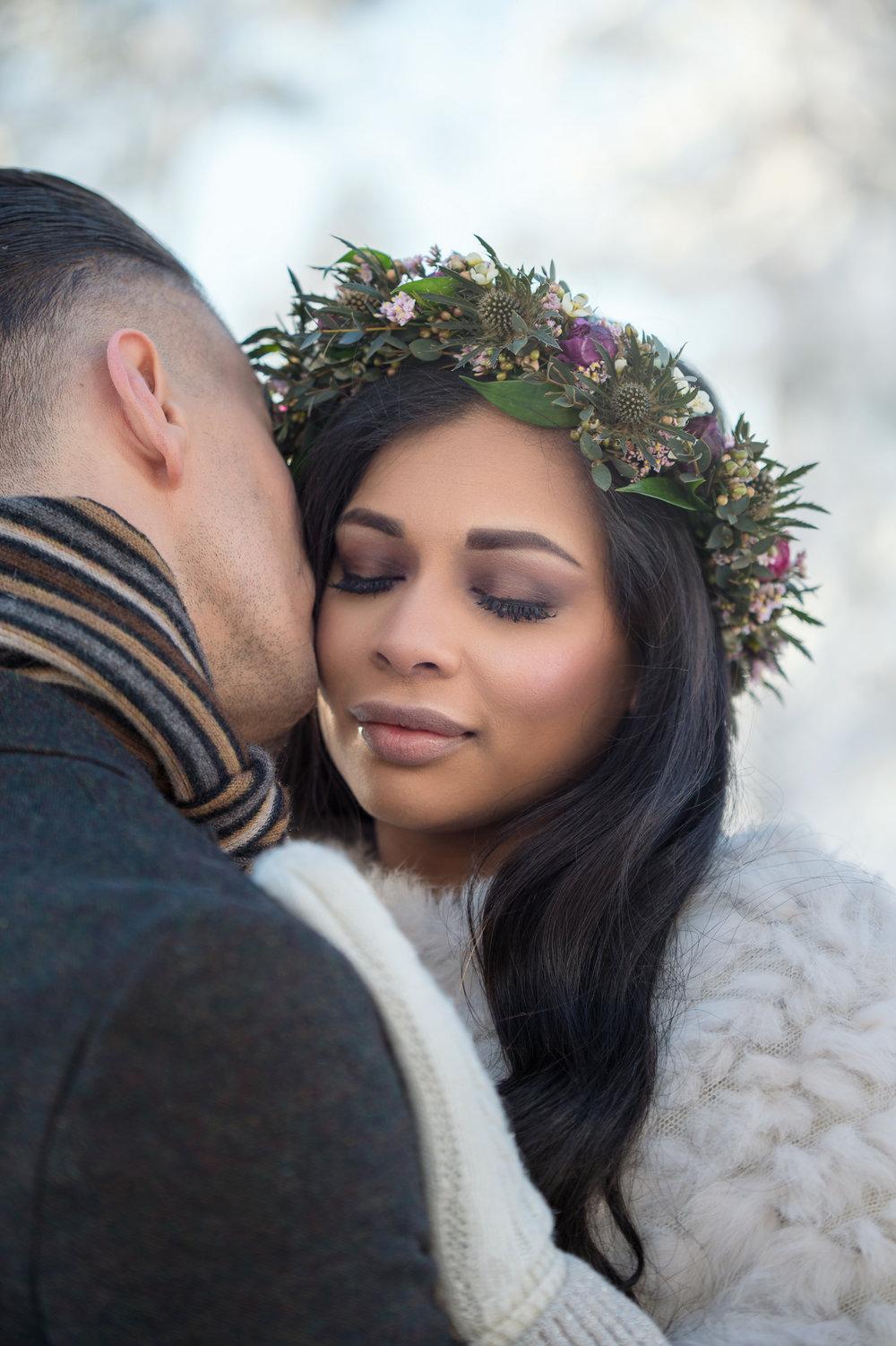 vinterbröllop+tyllkjol+makeup+blomsterkrans